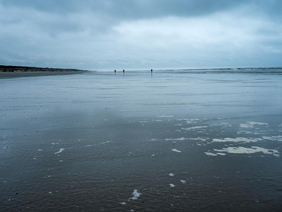 fast menschenleerer Strand von Juist bei Ebbe